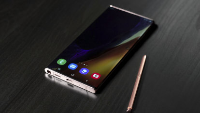 Samsung's latest phones go big, again