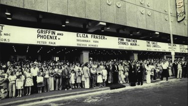 Large queues outside the Hoyts Cinema Centre in 1977.