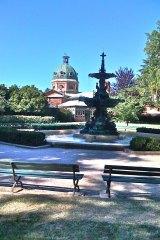 Machattie Park in Bathurst with the Crago memorial fountain erected in 1891.