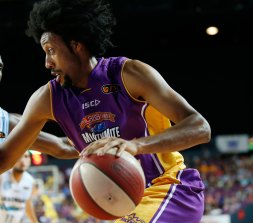 Josh Childress playing for the Sydney Kings in 2014.