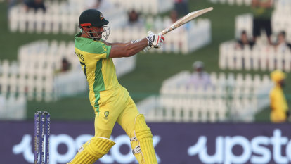 Stoinis the hero as Australia defeat Proteas in tense World Cup opener