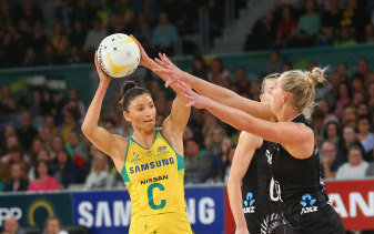 Kim Ravaillion, playing for the Diamonds.