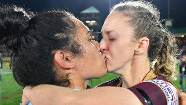 Vanessa Foliaki and Karina Brown kiss after Origin in 2018.