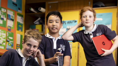 Sydney students to take rubber band-shooting robot to Japan