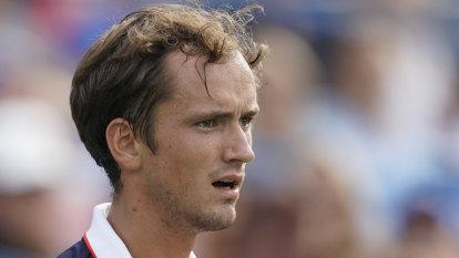 Medvedev upsets Djokovic in Cincinnati