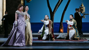 Jane Ede as Fiordiligi, Anna Dowsley as Dorabella, Samuel Dundas as Guglielmo and Pavel Petrov as Ferrando.