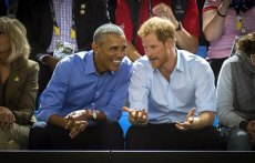 Former US President Barack Obama and Prince Harry watch wheelchair basketball at the Invictus Games in Toronto, 2017.