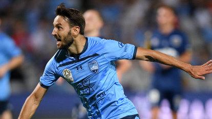 Baumjohann urges Sydney FC to re-sign 'incredible' Ninkovic