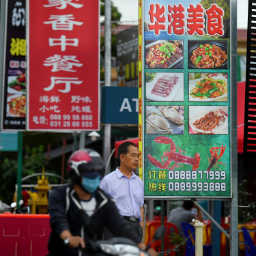Chinese and Khmer restaurants on Ouchheuteal Beach in Sihanoukville.