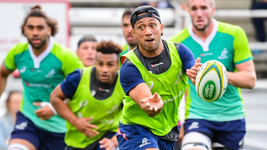 Christian Lealiifano training with the Wallabies.