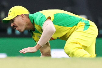 Warner leaves SCG in agony, in doubt for first Test