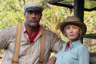 Dwayne Johnson and Emily Blunt in Jungle Cruise.
