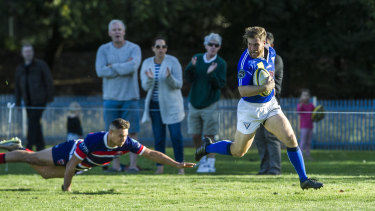 Angus Le Lievre scores a try.