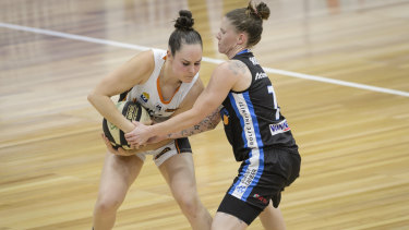 Kelly Wilson playing against the Canberra Capitals last season.