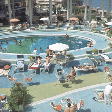 A hotel swimming pool in Beirut, 1965.
