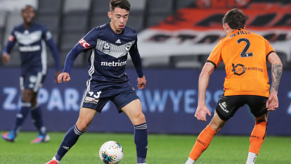 Roar get three points in 2-1 win but Victory's kids go down fighting