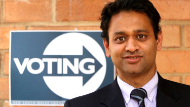 Tanveer Ahmed campaigning for the Liberal Party during the 2008 council elections.