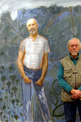 Guy Warren with his 1985 Archibald Prize-winning painting of his friend, the sculptor Bert Flugelman.