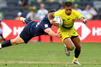 Maurice Longbottom breaks away from the Scottish defence at the Sydney Sevens in Parramatta earlier this month.