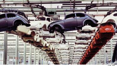 The original VW Beetle in production in Puebla (Mexico).