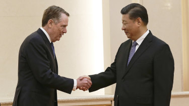 U.S. Trade Representative Robert Lighthizer, centre, shakes hands with Chinese President Xi Jinping.