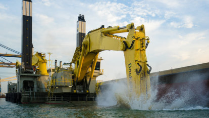Yarra River dredging may cloud bayside beaches over summer