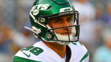 After a bid to crack the NFL with New York Jets, Valentine Holmes is returning to the NRL.