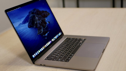 New MacBook Pro fixes the keyboard and increases the screen size
