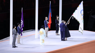 President of the International Olympic Committee, Thomas Bach hands over the Olymmpic flag to Mayor of Paris, Anne Hidalgo.