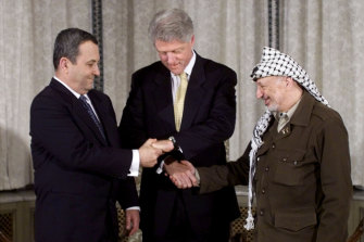 President Bill Clinton joins the hands of Israeli Prime Minister Ehud Barak (L) and Palestinian President Yasser Arafat (R) during the peace talks that led to the Oslo Accords.