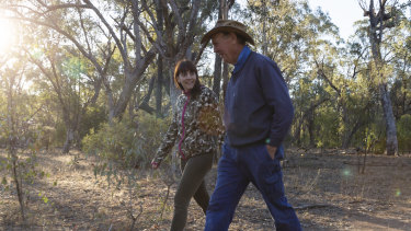 Dr Valentina Mella from the University of Sydney and farmer Robert Frend in Gunnedah, NSW.