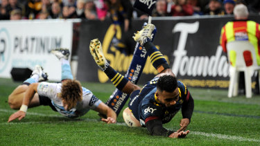 Jona Nareki scores another for the Highlanders in their rout of the Waratahs.