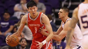 Zhou Qi backs down Alex Len during a Houston Rockets game against the Phoenix Suns in late 2017.