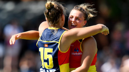 Local favourites star as Crows demolish the Dockers in Darwin