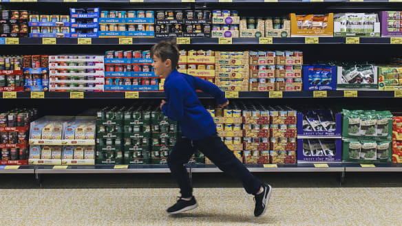 Aiming for richer shoppers, Aldi to stay a pain for Coles and Woolies