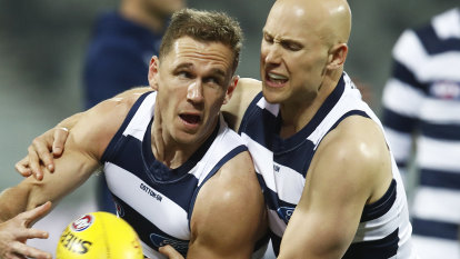 Cats load up as Bulldogs welcome back Wood for season-defining clash