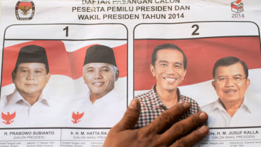 Presidential victor Joko Widodo (second right) has met with rival Prabowo Subianto (left) and suggested inviting members of the opposition party into his government.