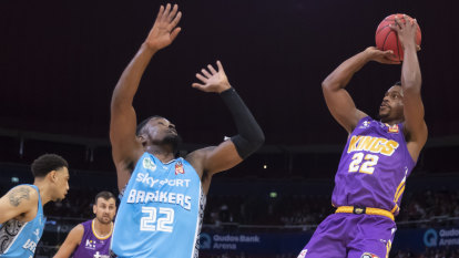 Ware, Bogut star to keep Sydney Kings' undefeated streak alive