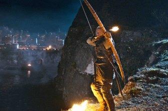 Bronn (Jerome Flynn) prepares to ignite the wildfire.