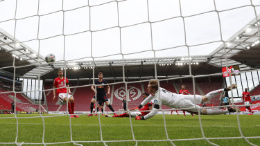 A hat-trick to Timo Werner laid the platform for Leipzig's 5-0 demolition of Mainz.