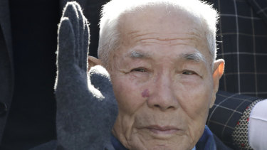 South Korean Lee Chun-sik, a 94-year-old victim of forced labour during Japan's colonial rule of the Korean Peninsula before the end of World War II, outside the Supreme Court in Seoul.