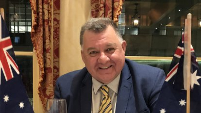 Liberal MP Craig Kelly says Tuvalu 'floating, not sinking' in monarchist dinner speech about ABC