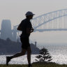 Smoke smothers Sydney from planned burns in 'favourable conditions'