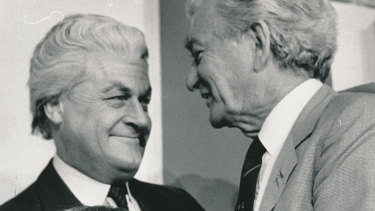 Hawke with Gillies at the 1998 North Melbourne Grand Final breakfast.