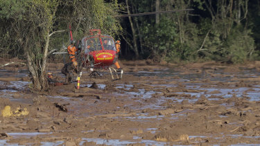 Rescue workers look for victims of the dam collapse in Brumadinho, Brazil, on Sunday.