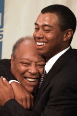 Woods hugs his father Earl in 1997.