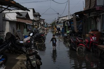 New satellite detection methods have identified 267 million people living at elevations of 2 metres or less above sea level. About two-thirds are located in the tropics, with Indonesia home to the largest population at risk as sea levels rise because of climate change.