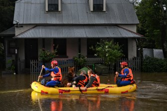SES rescue Windsor residents after the Hawkesbury River floods across the region.