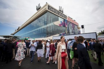 Crowds at the 2018 Caulfield Cup.