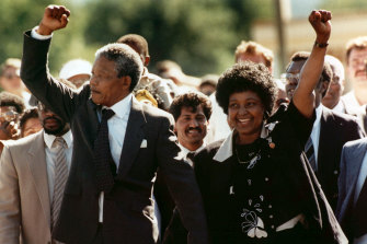 Nelson Mandela and Winnie walk hand in hand upon his release from prison in 1990.